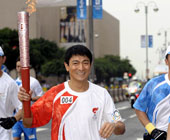 刘德华在香港传递北京奥运圣火