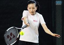 女董洁打网球大展美好身材
