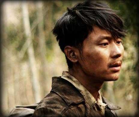 """《生死线》中其他人的造型,李晨饰演的""""龙文章""""是最讲究的,他梳着三七图片"""