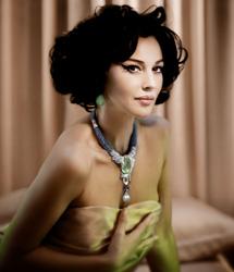 Monica佩戴卡地亚高级珠宝