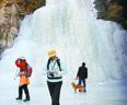 双龙峡:十里冰川 白挂冰瀑