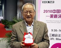 中国商业经济学会副会长 黄国雄