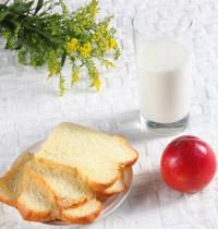 牛奶泡面包