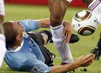 乌拉圭悍将倒地抱腿