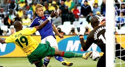 日本队一球小胜喀麦隆 本田圭佑推射建功