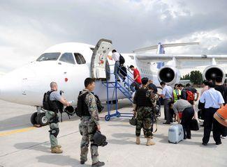 中方人员登机回国