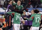 墨西哥队球员庆祝进球