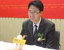 商学院邱灿华院长接受搜狐记者采访