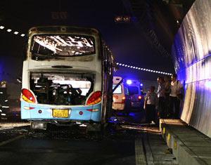 无锡雪丰钢铁公司夜班车起火 24死19伤