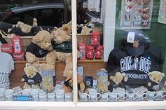 剑桥里面卖纪念品的小店
