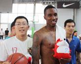 网友亲密接触NBA球星