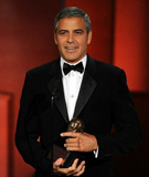 乔治-克鲁尼获第62届艾美奖人道主义奖