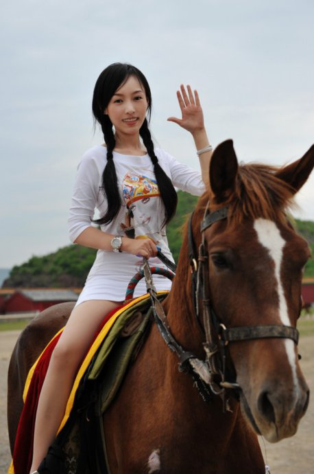美女骑马 2010年08月31日06:03