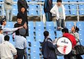女球迷与安保对峙
