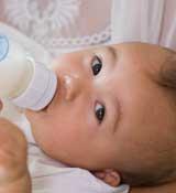 宝宝漾奶和吐奶有什么不同?
