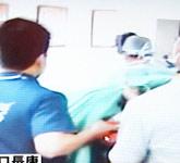 救护车抵达医院