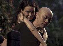 《非诚勿扰2》剧照-秦奋背着梁笑笑