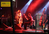 直击坎昆气候大会:主办方在傍晚特意为参会者安排的歌舞节目