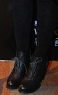 黑色丝袜搭真皮短靴