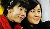 韩伊之战美女球迷可爱自拍