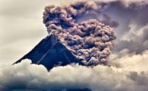 二等奖:印尼默拉皮火山喷发