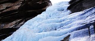 黑龙潭:冰瀑如水晶项链