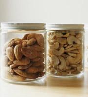 坚果有助于抗皮肤氧化
