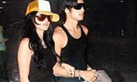2006年7月情侣装在机场手拉手