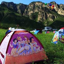 延庆帐篷公园 游客支起了可爱的卡通帐篷