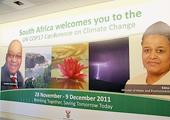 德班机场内印有南非总统祖玛(左)的宣传广告