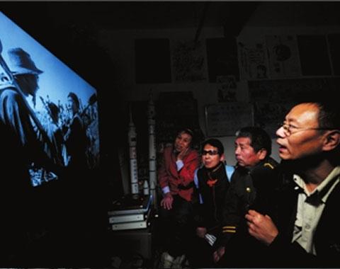 2005年,王伟力在此开设了一个专门给盲人讲电影的影院'心目影院'。近7年的时间里,王伟力让盲人朋友们'看'到了300多部电影。