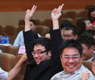 《搜狐出国王牌留学服务团队评选》决赛,场下评委激情助阵