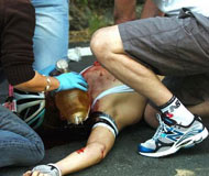 比利时自行车名将沃特-维兰特比赛中摔伤