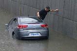 车辆落水如何逃生