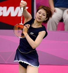 日本女羽齐P短裙频走光