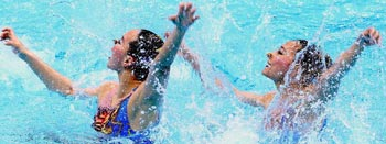 花游比赛绝美瞬间 美女演水上芭蕾