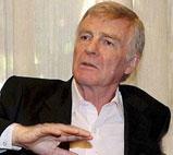 国际汽联主席莫斯利的因性丑闻险失职位
