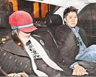 2004年11月郭晶晶霍启刚受到媒体围堵