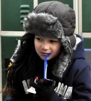 甜美Loli也来滑雪