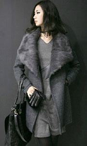 显瘦兔毛领大衣