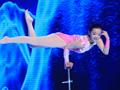 王君如首次挑战1.9米单手顶黄舒骏再次目瞪口呆
