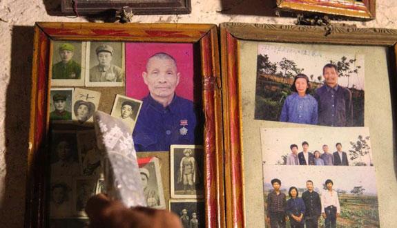 老兵当年当兵时意气风发的照片