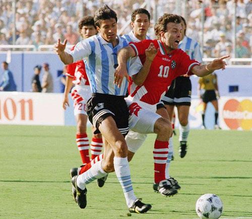 数据:巴西险胜意大利 第4次捧杯>> 漫画:1994年巴乔留忧郁背影>>