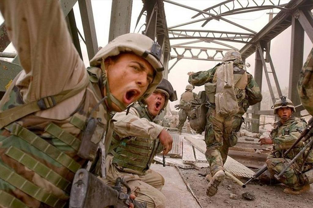 美海军陆战队速通过巴格达公路大桥