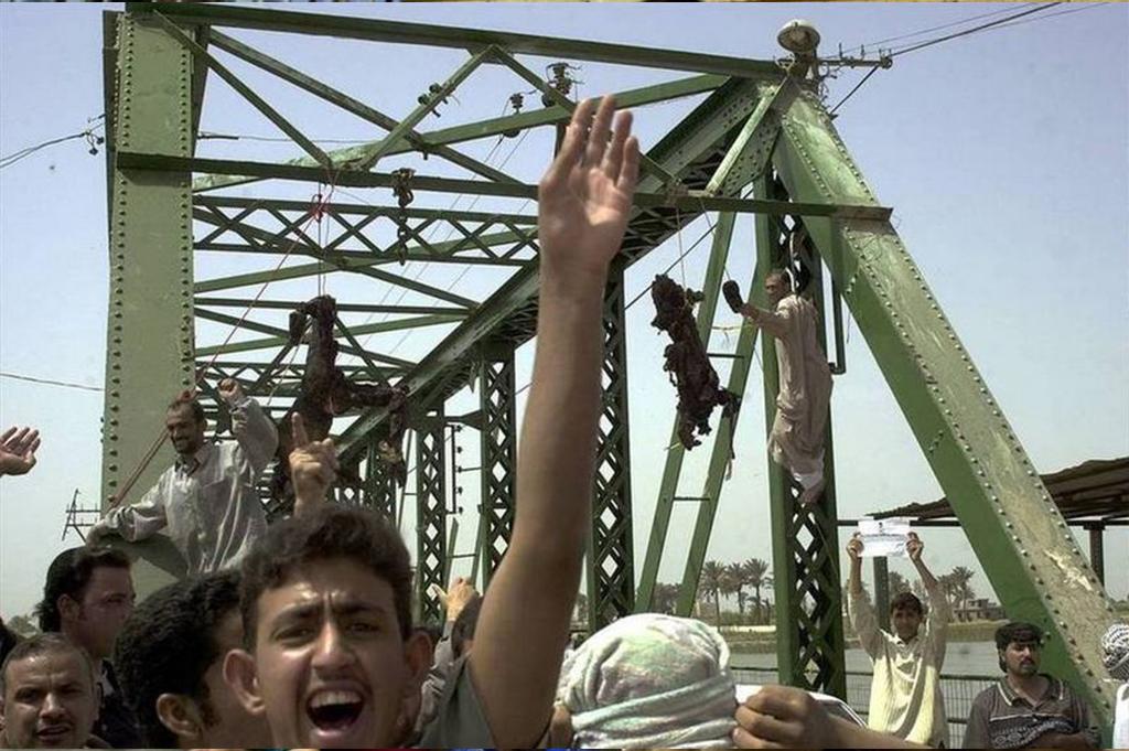 伊拉克人杀死了四名美国承包商