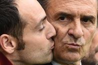 意大利教练当众亲吻