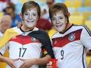 德国球迷集体变身默克尔