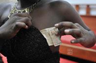 巴西红灯区女孩仅收费百余元