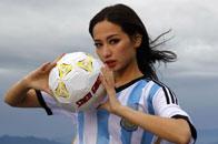 美女高山上助威世界杯