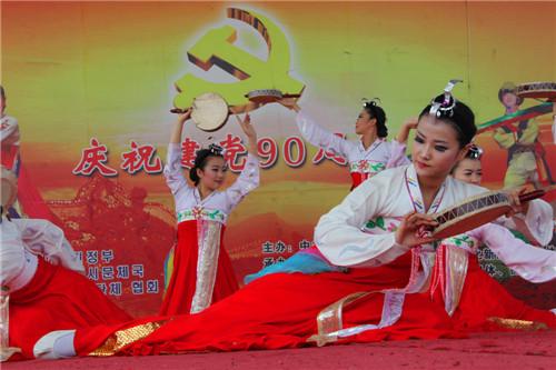 56个民族全家福共迎2015春节 朝鲜族篇